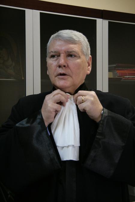 Марковски демонстрира въведените през неговия мандат адвокатски тоги