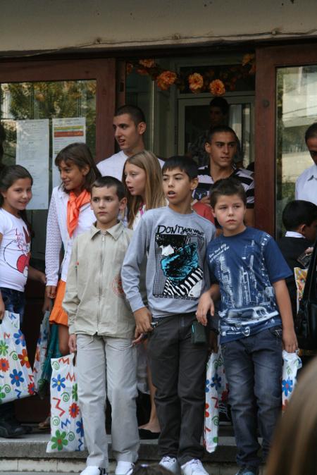 Месец след ужасното убийство на Цветан Цанов, съучениците му инстинктивно не желаеха да се сещат за него.