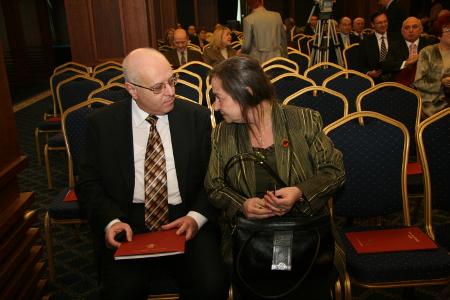 Даниела Доковска и Валентин Бенатов има вероятност да останат доживотно на постовете си председател и секретар на Висшия адвокатски съвет, ако изборната прокоба над Софийската адвокатска колегия не се вдигне.