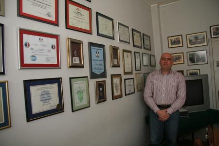 Грамотите за заслуги на Главен комисар Явор Колев заемат цяла стена в кабинета му в ГДБОП.