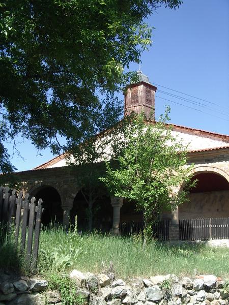 """Църквата """"Св. Троица"""" в босилеградското с. Извор е най-големият български православен храм в Османската империя. Днес е на територията на Сърбия – поразграбен и служби в него няма."""