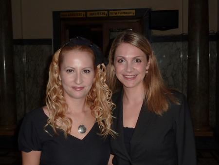 Ирина с актрисата Цвета Балийска, която чете от лириката на Анатол-Весел.