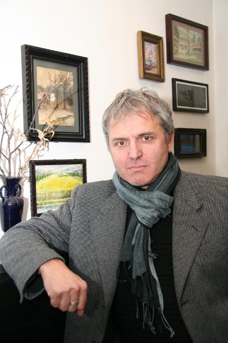 Синът – юрист и нетленен артист Анатол-Весел Луканов – или Алегрото и Веско, както си го наричат приятелите.