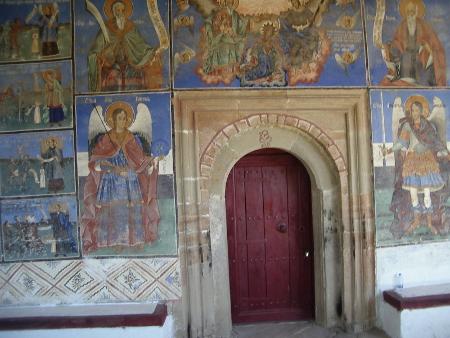 Портата към храма