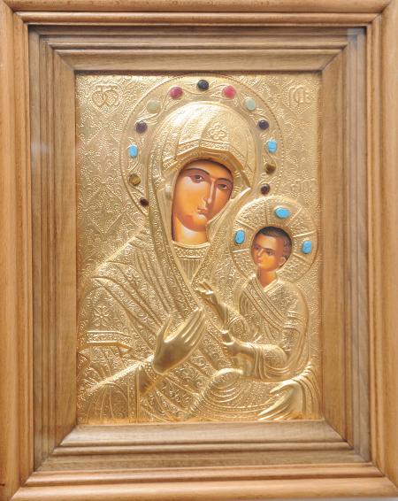 Пазителката на новата къща – икона на Иверската Дева Мария, дар на Софийската от Грузинската адвокатура.