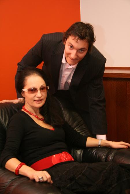 С майка си – топкриминалния репортер на вестник Труд Анна Заркова.