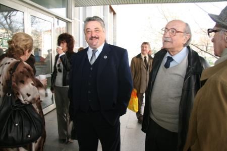 Петър Китанов трябваше да чака година и половина от юли 2010 г. до февруари 2012 г., за да встъпи в мандата си на председател на софийските адвокати.