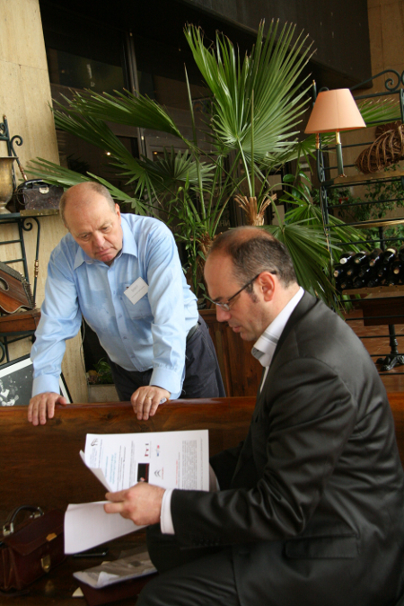 Нашият съдия в Люксембург Александър Арабаджиев и д-р Атанас Семов – ръководител на магистърската програма по право на ЕС в Софийския университет, от години обсъждат вариантите за повишаване европравната квалификация на родните ни юристи от практиката.