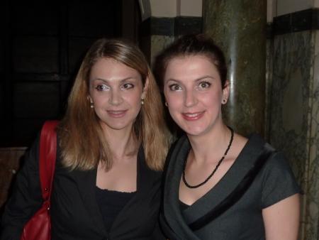 Инициаторите на тържеството – любящите племенници Емилия и Ирина.