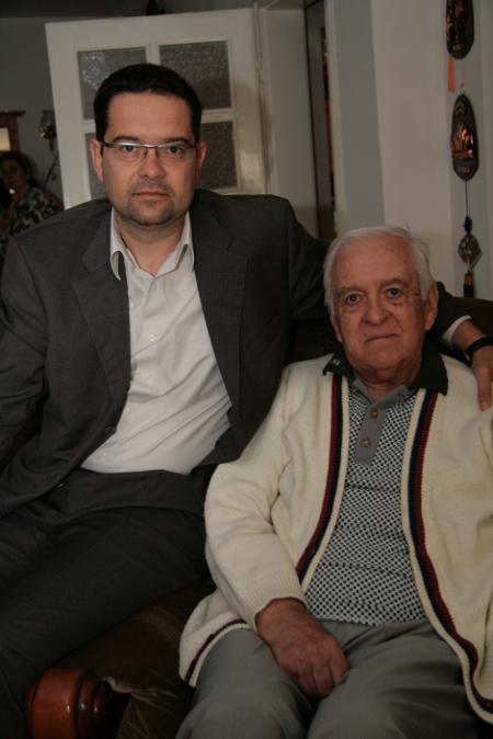 Шефът на спортния отдел на БНТ Методи Манченко и татко му Васил Манченко – легендарен баскетболист и журналист от миналото – създател на спортната редакция в единствената ни тогава телевизия.