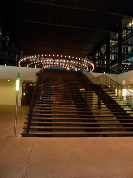 Мечта за всеки европейски юрист е да изкачи тези стълби във фоайето на Съда в Люксембург и да положи клетва като магистрат под полилея, който е копие на този в Сикстинската капела.