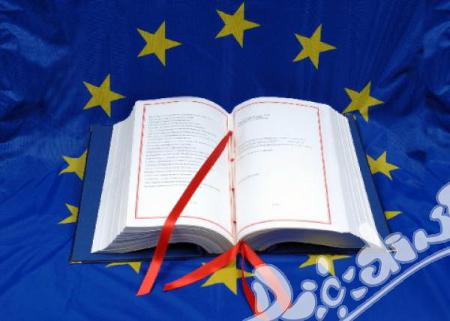 """Голяма е вероятността Съдът на Европейския съюз да обяви, че """"тригодишната бариера"""" за финансиране на следването на студенти в други държави-членки на ЕС за целия период на образованието, ограничава правото на свободно движение."""