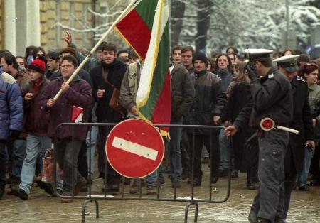 """Когато на 10 януари 1997 г. блъскахме към демокрация, не осъзнавахме, че прокарваме траншея на поредния """"червен ешалон""""."""
