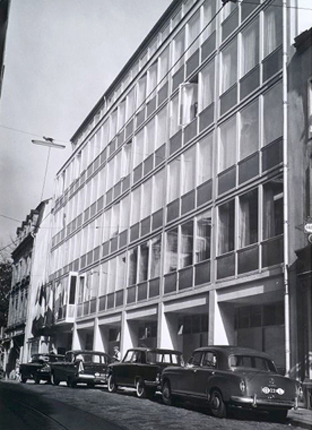 Фундаменталното решение за непосредственото действие на правото на ЕС е постановено на 5 февруари 1963 г. в тази сграда в местността Кот Диш, собственост на епископството на Люксембург и дарена на Съда на европейските общности от правителството на Люксембург за периода 1959 – 1972 г.