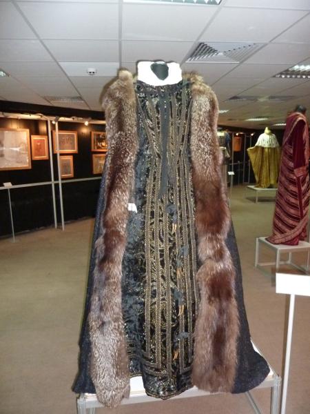 """Тези """"доспехи"""" на Елизабета в """"Дон Карлос"""" е обличала голямата Сузан Сарока през 1965 г."""