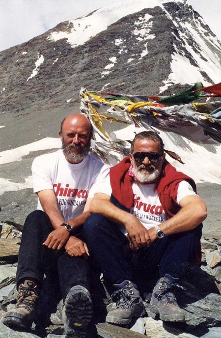 Николай Генов с Едвин Сугарев на прохода Шинго 5100 м в Хималаите.