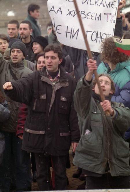 """Голяма част от апелиращите млади хора """"Не ни гонете!"""" днес живеят и работят щастливо..., но не в България."""