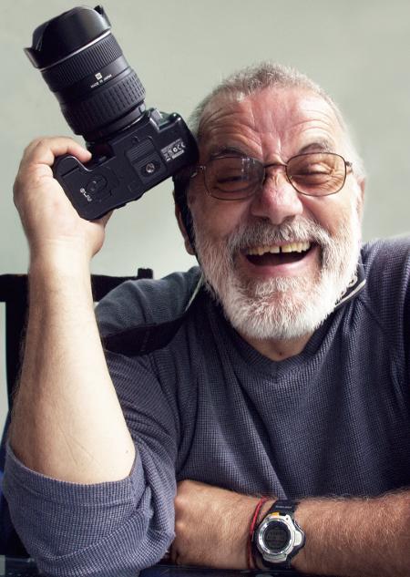 """Фотографът пътешественик Николай Генов, който на 1 юли 2013 г. се присъедини към гладната стачка на приятеля си Едвин Сугарев срещу правителството на Орешарски: , """"Желая да бъдем заедно, така, както бяхме, когато заедно стъпихме на челото на високия 6153 м връх Сток Кангри в Хималаите!... Нима днес начело на многострадалната България не са децата и внуците на някогашните комунистически сатрапи... Докога ще търпим и ще се залъгваме?"""""""