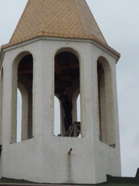 """В 10 часа на 7-ми април 2013 г. послушникът Огнян се сля (буквално) с камбаните на храма """"Благовещение"""", за да призове вярващите в Спасителя."""