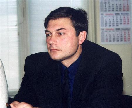 Мирослав Писов, през не до там далечната 2000 г., когато си е мислил, че комунизмът (макар и полека) окончателно си тръгва от България...