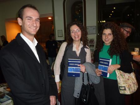 Юлия Раданова (в средата) е първият състезател, а после и треньор на наш отбор, за извънсъдебното спихване на напреженията между бизнеса и институциите на държавата.