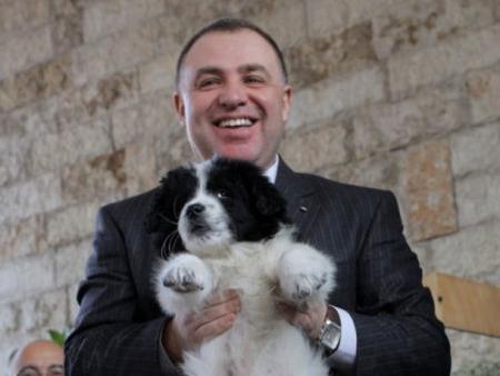"""В началото на 2007 г. Мирослав Найденов (като нов директор на """"Екоравновесие"""") се превърна в Гуро за природозащитниците, които се бореха за хуманитарно разрешаване на сблъсъка между хората и бездомните кучета в София."""