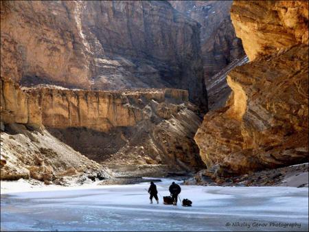 С Герасим Величков (Джери) се отправят, за да станат първите българи минали през прохода Чадар в Хималаите към Тибет.
