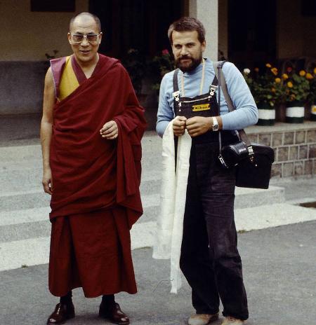На гости у дома на Далай лама през 1982 г.