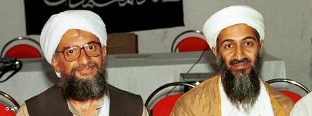 Айман ал Зауахири и Бин Ладен през 1998 г. Според бившия антимафиот Мирослав Писов, Заухири - дясната ръка на Бин Ладен и водач на Ал Кайда след смъртта му, е пребивавал в България - в Родопите до Велинград, между 1995 и 1996 г.