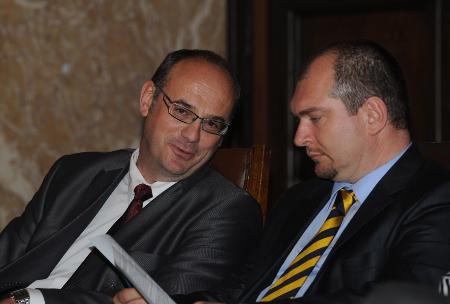 """Две от най-мощните мотриси за европравната квалификация на българските юристи – Атанас Семов – ръководител на магистратурата """"Право на ЕС"""" и директорът на НИП и служебен министър на правосъдието Драгомир Йорданов."""