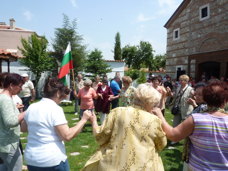 Кръшно българско хоро.